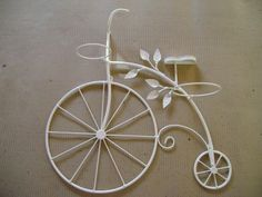 pop up your flower bike. Wrought Iron Wall Art, Metal Wall Art, Wire Crafts, Metal Crafts, Hobbies And Crafts, Diy And Crafts, Copper Wire Art, Bicycle Decor, Iron Candle Holder
