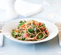 Healthy Recipes: Thousands of perfect meals from Healthy Food Guide Veggie Spaghetti, Vegetable Stir Fry, Broccoli Florets, Frozen Peas, Main Meals, Cooking Time, Vegetarian, Nutrition, Stuffed Peppers