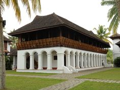 Soma Kerala Palace : A resort rebuilt to resemble ancient Tharavadus, Illoms and Naalukkettus. The structures were disbanded from their original sites and reconstructed here. Kerala Architecture, Tropical Architecture, Vernacular Architecture, Colonial Architecture, Architecture Details, Kerala Traditional House, Traditional House Plans, Asian House, Thai House