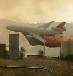 737 very low retardant drop Laughed Until We Cried, Smokey The Bears, California Wildfires, State Birds, You're Awesome, Armed Forces, Washington State, Best Funny Pictures, Fighter Jets