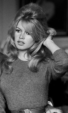 Brigitte Bardot hair circa is so my hair inspiration. I love the big hair ,the fullness of hair Brigitte Bardot, Bridget Bardot Hair, Retro Hairstyles, Celebrity Hairstyles, Prom Hairstyles, Old Hollywood, Hollywood Fashion, Hollywood Actresses, Pelo Retro