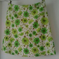 Vintage Seventies Fabric Half Circle Skirt Green Daisies Size 14 AU.