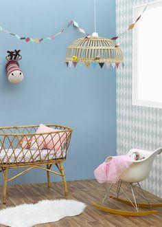 Chambre d'enfant / Kids Room / Blue wall for a kid room/ Couleur : Zolpan lance sa collection peintures pour les chambres de bébé - Marie Claire Maison