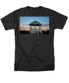 Gazebo Men's T-Shirt (Regular Fit) featuring the photograph Gazebo At The Beach by Cynthia Guinn