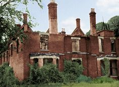 Borley Rectory ruins, Essex, Englad Borley Rectory was a Victorian mansion which gained fame as 'The Most Haunted House in England', before it was destroyed by fire in Abandoned Mansions, Abandoned Houses, Abandoned Places, Haunted Houses, Abandoned Castles, Most Haunted Places, Spooky Places, Ufo, Ghost Hauntings