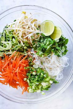Fresh and Easy Vegetarian Vietnamese Noodle Salad Vegetarian Recipes, Cooking Recipes, Healthy Recipes, Vegetarian Italian, Vietnamese Noodle Salad, Vietnamese Food, Vegetarian Vietnamese, Glass Noodle Salad, Vermicelli Noodles