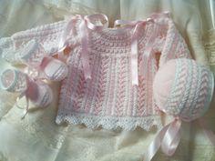 """Blog de canastilla en lana para bebe hecho a mano"" Baby Knitting, Crochet Baby, Knitted Baby Clothes, Baby Socks, Baby Sweaters, Baby Wearing, Knitting Patterns, Ruffle Blouse, Crafts"