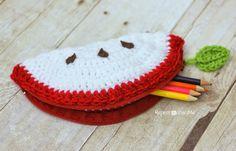 Crochet Apple Pouch/ if you don't like the apple, try half moon, rainbow, lemon, watermelon/ easy / FREE CROCHET pattern Crochet Pencil Case, Crochet Case, All Free Crochet, Crochet Gifts, Crochet For Kids, Diy Crochet, Crochet Apple, Repeat Crafter Me, Pouch Pattern