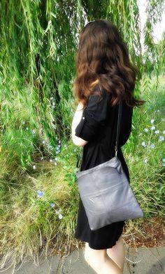 Geantă de piele naturală 100%, gri. Uşoară, rezistentă la uzură, design minimalist, culoare frumoasă, la doar 138,00 lei