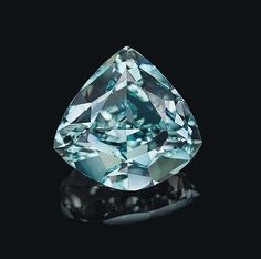 Christie's to Auction World's Largest Flawless Fancy Vivid Blue - JCK. This is the Ocean Dream, a ct. fancy vivid blue-green stone considered the largest fancy bibid blue-green diamond in the world. Green Diamond, Diamond Gemstone, Diamond Jewelry, Gemstone Jewelry, Diamond Cuts, Bling Jewelry, Gold Jewellery, Silver Jewelry, Crystals And Gemstones