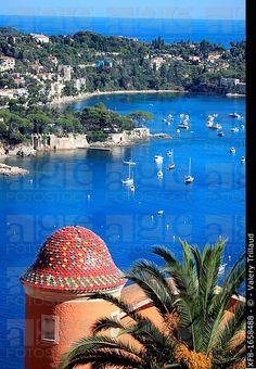 El pueblo costero de Villefranche sur mer y Cap Ferrat, Costa Azul, Alpes Marítimos, Provenza-Alpes-Costa Azul, Francia, Europa