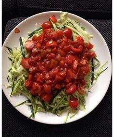 Caloriearme Courgette Pasta Met Tomatensaus #Caloriearm #Courgette #Pasta #courgettepasta #gezonderecepten #recept