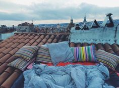 sleepover on the roof Studio Apartments, Summer Bucket Lists, Style Vintage, Vintage Hipster, Stargazing, Sleepover, Summer Vibes, Summer Nights, My Dream