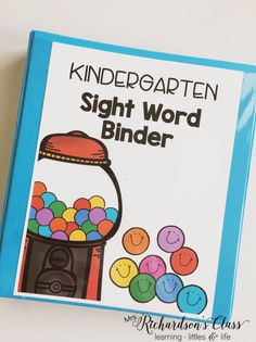 Kindergarten sight word data tracking doesn't have to be tricky! See how this teacher made it easy for herself and engaging for students! As a teacher this is a great way to keep things organized and a great idea to help students learn sight words Kindergarten Assessment, Kindergarten Language Arts, Kindergarten Lesson Plans, Kindergarten Activities, Kindergarten Sight Words Printable, Word Wall Kindergarten, Journeys Kindergarten, Kindergarten Goals, Preschool Sight Words