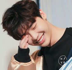 ❤❤ 이종석 Lee Jong Suk || one beautiful face ♡♡ love his smile..