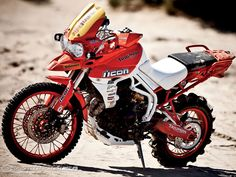 Triumph signalize for this year two new models, one of them is possibly a small Tiger . and may be a Tiger 1200 with shaft drive. Triumph Motorcycles, Cars And Motorcycles, Custom Motorcycles, Triumph Tiger 800 Xc, Gs 1200 Adventure, Portland, Bike Icon, Off Road Bikes, Dirt Bikes