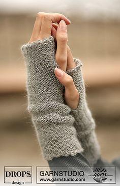 Ravelry: 98-33 Wrist warmers in Drops Alpaca and Glitter pattern by DROPS design