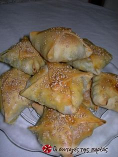 Kalitsounia with Spinach & Mizithra Cheese, Crete, Greece Mizithra Cheese, Greek Pastries, Greek Appetizers, Mezze, Greek Cooking, Greek Dishes, Cooking Recipes, Healthy Recipes, Kebab Recipes