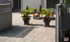Pavé acadia gris sablon. Animer vos lieux et créer un décor inspirant | Acadia paver sandy gray. Create an inspiring decor that gives life to your spaces.