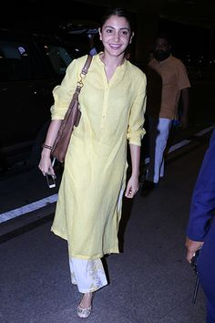 Your weekly dose of celebrity style inspiration. Simple Kurti Designs, Kurta Designs Women, Kurti Neck Designs, Blouse Designs, Dress Indian Style, Indian Dresses, Indian Outfits, Indian Attire, Indian Wear