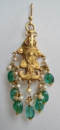Jhumki Earrings, Gold Earrings, Simple Earrings, Beautiful Earrings, Gold Pendent, Pendant, Wedding Jewellery Inspiration, Rajputi Jewellery, Bridal Party Jewelry