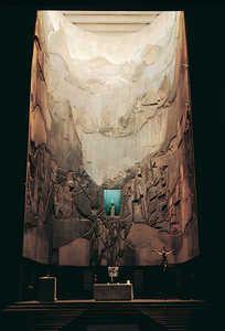 Impresionante mural de Lucio Muñoz.