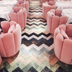 Velvet touch at home, amazing sofa idea / Powiew weluru we wnętrzach, genialny pomysł na sofę Amaimee_song_of_style_sketch_london