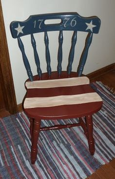 Americana or patriotic chair - What a great author's seat for the classroom! You can probably pick a chair up for a few bucks at a rummage sale this summer! Americana Crafts, Patriotic Crafts, Patriotic Decorations, July Crafts, Patriotic Party, Painted Chairs, Painted Furniture, Painted Childs Chair, Furniture Makeover