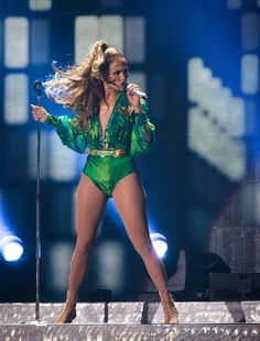 Pictures: Jennifer Lopez Donned Versace For Bronx Concert Jennifer Lopez Music, Jennifer Lopez Live, Pictures Of Jennifer Lopez, Jenifer Lopes, J Lopez, Blake Lovely, Stage Outfits, In Pantyhose, Celebs