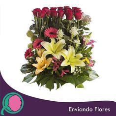 Las flores son el lenguaje de ese sentimiento que no puedes expresar con palabras así que enviale flores y hazle saber lo que sientes. #EnviandoFlores #Flores #CanastasFlorales #ArreglosFlorales #Bodas #Aniversarios #Cumpleaños