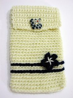 Cover Iphone crocheted  Copri Iphone all'uncinetto di PyrosePatch