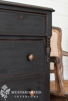 little black dresser makeover Farmhouse Bedroom Furniture, Bedroom Furniture Makeover, Black Bedroom Furniture, Trendy Furniture, Classic Furniture, Furniture Design, Paint Furniture, Kitchen Furniture, Furniture Layout