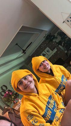 Cimorelli Sisters, Lauren Cimorelli, Friend Pictures, Friend Pics, Youtubers, Rain Jacket, Windbreaker, Lisa, Beautiful Women