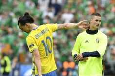 Sweden's forward Zlatan Ibrahimovic (L) leaves the pitch after the Euro 2016 group E football match between Ireland and Sweden at the Stade de France stadium in Saint-Denis, near Paris, on June 13, 2016. / AFP / JONATHAN NACKSTRAND