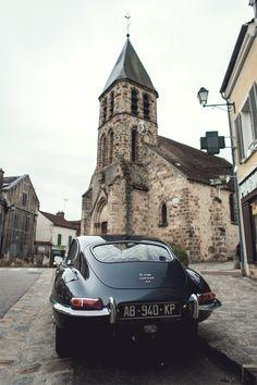 Jaguar E-Type ジャガー Eタイプ Eタイプ(E-type )はイギリスの高級車メーカージャガーより、1961年から1975年の間販売されたスポーツカー
