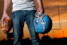 Alistar Jones posted top senior pictures - lots of poses for guys and girls to his -great photos- postboard via the Juxtapost bookmarklet. Cool Senior Pictures, Football Senior Pictures, Football Pics, Male Pictures, Kid Pictures, Kids Football, Football Stuff, Photography Senior Pictures, Senior Photos