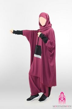Islamic jilbab and hijab, website of reference in clothes for the muslim woman, high-range and cheap jilbab ! Overhead jilbab and saudi jilbab. Sports Hijab, Sport Fashion, Womens Fashion, Muslim Women, Modest Outfits, Rain Jacket, Windbreaker, Hijabs, Boutique