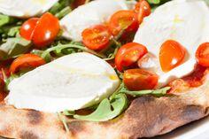 Pizza Napoletana a cena con patatine e frittelle, bibita o birra alla spina, dolce della casa...a soli 18 € a coppia
