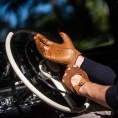 Stradale Camel Velvet Driving Gloves for Pilot Bike Gloves, Motorcycle Gloves, Mens Gloves, Leather Work Gloves, Leather Driving Gloves, Tactical Gloves, Gloves Fashion, Leather Projects, Leather Accessories