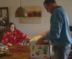 Herinneringsdoos    Anita Witzier volgde een jaar lang verschillende gezinnen waarin een gezinslid ongeneeslijk ziek is  en vulde samen met hen een herinneringsdoos.  Klik op de link om dit te bekijken. http://www.tvgids.nl/Liefde_voor_later/programma/14776893/