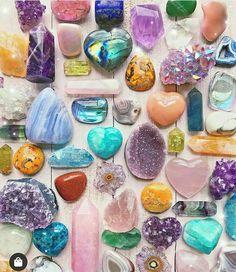 Sabíais que el último jueves de cada mes hacemos un directo-pedrero?. .  Apúntate enviando WhatsApp al 658 04 23 15 con tu nombre y apellidos. . . Síguenos  @gemoterapia_facil  Síguenos  @gemoterapia_facil  Síguenos  @gemoterapia_facil  @rockswithsass  #cristaloterapia #piedrasnaturales #gemoterapeuta #sanacion #poderinterior #amatista #piedras #aura #salud #wicca #proteccion #despertar #gemoterapia #yoga #espiritualidad #reiki #meditacion #zen #piedrassemipreciosas #mujermedicina #chakras #cris Crystal Magic, Crystal Healing Stones, Crystal Grid, Stones And Crystals, Minerals And Gemstones, Crystals Minerals, Rocks And Minerals, Wicca, Crystal Aesthetic
