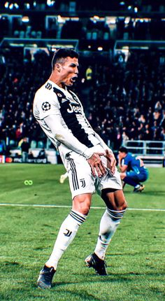 Cristiano Ronaldo of Juventus celebrates the victory at the end of the UEFA Champions League Round of 16 Second Leg match between Juventus and Club de Atletico Madrid at Allianz Stadium on March Get premium, high resolution news photos at Getty Images Cr7 Ronaldo, Cristiano Ronaldo 7, Ronaldo Wife, Ronaldo Football, Football Soccer, Ronaldo Juventus, Neymar, Champions League, Nike Football