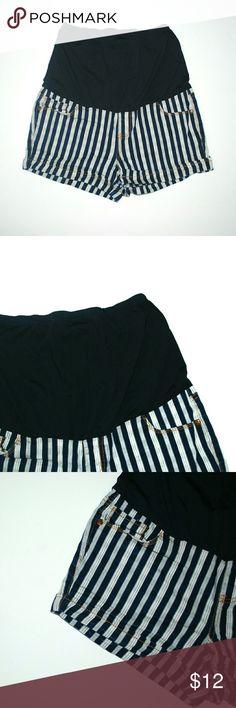 Striped Maternity Shorts Size Medium I offer bundle discounts :) Shorts