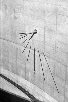 The alignment of objects in this photo creates a dynamic composition. turnof-century: Tadao Ando's sundial on awaji island , 2005 Tadao Ando, Space Architecture, Contemporary Architecture, Architecture Details, Shadow Architecture, Ancient Architecture, Sustainable Architecture, Awaji Island, Sundial