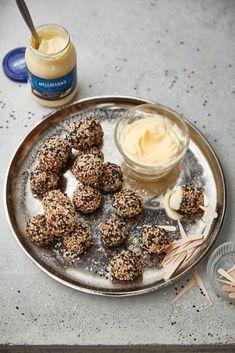 "Kúzelné guľôčky ""Skoč-do-hubky"" - Rafaello guličky nemusia byť len z čokolády. Panna Cotta, Ethnic Recipes, Food, Dulce De Leche, Essen, Meals, Yemek, Eten"