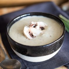 This soup is a real soul-flatterer. It tastes like a hint of Zurich sliced and creamy mushroom cre Creamy Mushrooms, Stuffed Mushrooms, Mushroom Cream Soup, Soup Recipes, Healthy Recipes, Recipies, Kiss The Cook, Tasty, Yummy Food