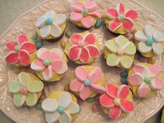 Easter Dinner Ideas | These very cute cupcakes are for Easter dinner dessert for…