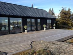 Chalets en bois www. Home Building Design, House Design, Modern Barn House, Black House Exterior, Shed Homes, House In The Woods, House Colors, Future House, Cottage