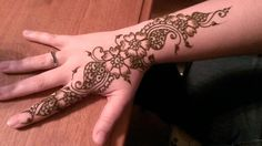 Crimson Art Henna - Elizebeth Tong, Artist.  (Paste on)