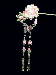 Pale pink flower & Butterfly Cute Jewelry, Jewelry Art, Asian Hair Pin, Chinese Hairpin, Hair Jewels, Hair Decorations, Head Accessories, Fantasy Jewelry, Hair Sticks
